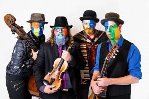 Bunt - das ist in musikalischer Hinsicht auch das Programm des Debütalbums vom Tyrol Music Project - v.l. Hubert Klingler, Lukas Riemer, Toni Klingler und Max Hechenblaikner. Foto: Michelle Hirnsberger