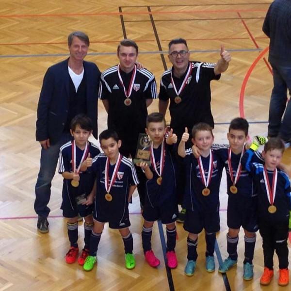 Die U08-Mannschaft des SV Wörgl wurde alsbeste Tiroler Mannschaft in ihrer Altersklasse Tiroler Hallenmeister. Foto: SV Wörgl