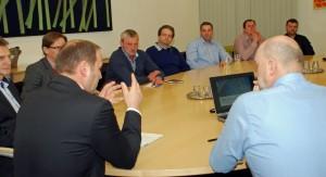 LHStv. Josef Geisler mit Vertretern Tiroler Milchwirtschaftsbetriebe. Foto: Land Tirol/Entstrasser-Müller