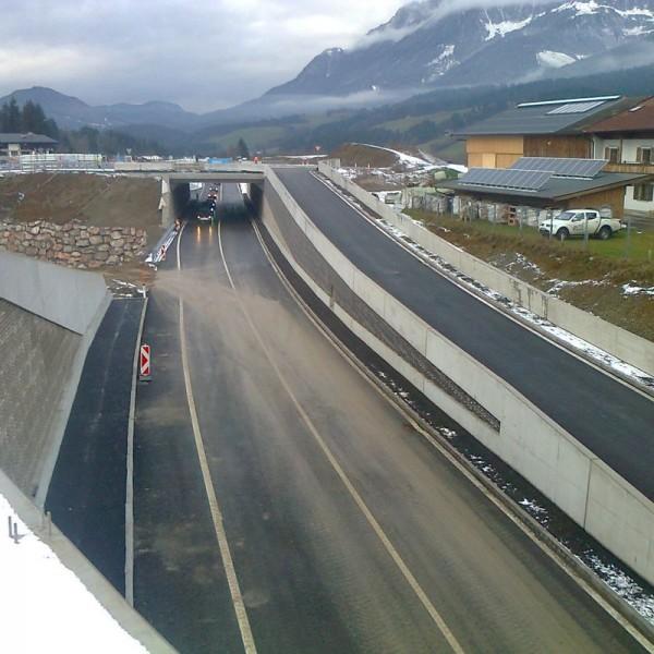 Eine Großbaustelle, die Umgestaltung der B 178 im Ellmau, wird heuer im Sommer fertig. Foto: Land Tirol