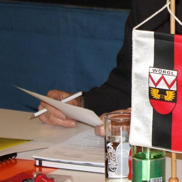 Tagesordnung der Wörgler Gemeinderatsitzung. Foto: Veronika Spielbichler