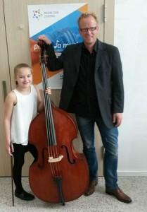 Bundessiegerin Dorina Puchleitner mit ihrem Lehrer Wolfgang Schneider (Foto LMS Wörgl)