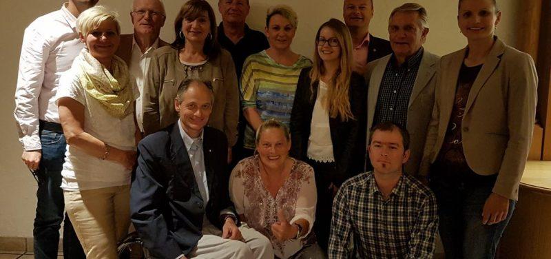 Das neu gewählte Team beim AAB Wörgl mit Landesobfrau Beate Palfrader und Bezirksobfrau Bettina Ellinger. Foto: AAB Wörgl