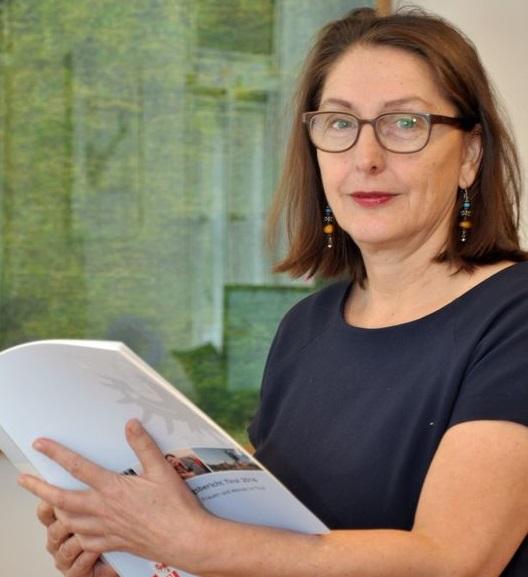 Frauenlandesrätin Christine Baur präsentiert die Regionalanalyse zum Gleichstellungsbericht Tirol 2016. Foto: Land Tirol/Reichkendler