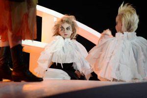 Szenenbild aus der Kinderoper Max & Moritz. Foto: Hannes Dabernig