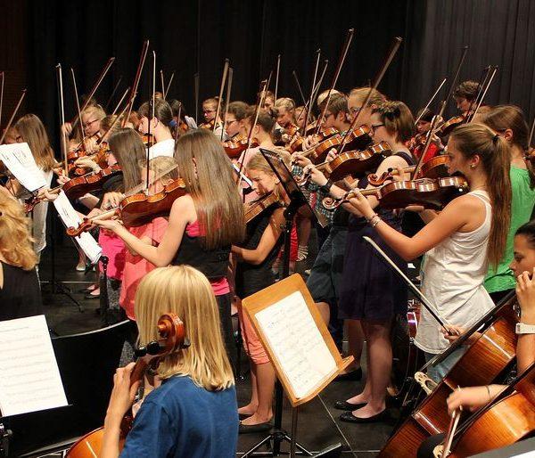 So wie das Orchester des Tiroler Streichs in Kundl wollen auch die Ensembles und Solisten der LMS Wörgl beim Semesterkonzert begeistern. Foto LMS Wörgl, Veronika Spielbichler