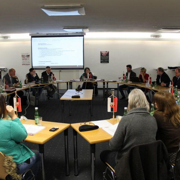 Der Wörgler Gemeinderat tagte am 15. Februar 2017 im Sparkassensaal. Foto: Veronika Spielbichler