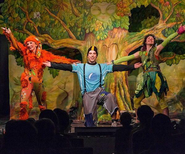 """Das Theater Heuschreck bringt das Familienmusical """"Ein ganz besonderer Tag - Nachricht vom Baum"""" im Komma Wörgl auf die Bühne. Foto: Heuschreck"""