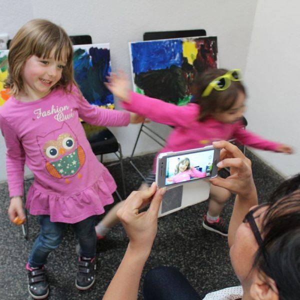 Kindergarten Kunstaktion in der Galerie am Polylog am 31.3.2017. Foto: Veronika Spielbichler