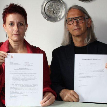 Ersatzgemeinderätin Catarina Becherstorfer und Gemeinderat Richard Götz von den Wörgler Grünen. Foto: Veronika Spielbichler