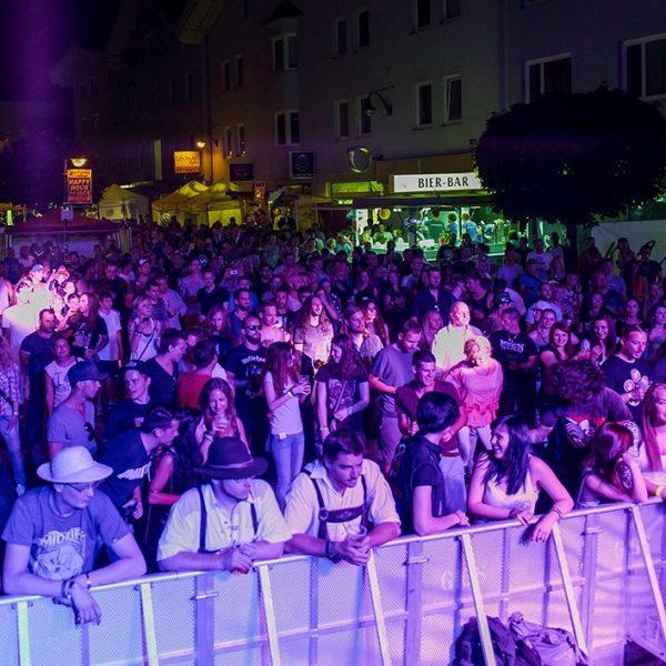 Die Komma-Kultur-Bühne wird auch 2017 wieder ein Publikumsmagnet beim Wörgler Stadtfest - heuer rocken ausschließlich heimische Bands. Foto: Glatzl Flo