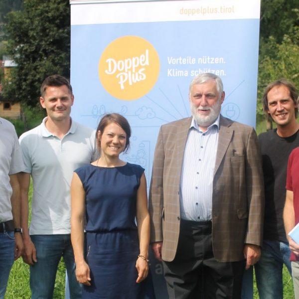 Das Komm!unity-Team mit DI Peter Teuschel (2.v.l.) und Dr. Franz Fischler (3.v.r.). Foto: Komm!unity