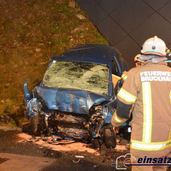 Tödlicher Verkehrsunfall am östlichen Tunnelportal der Umfahrung Bruckhäusl am 10.10.2017. Foto: einsatzfoto.at