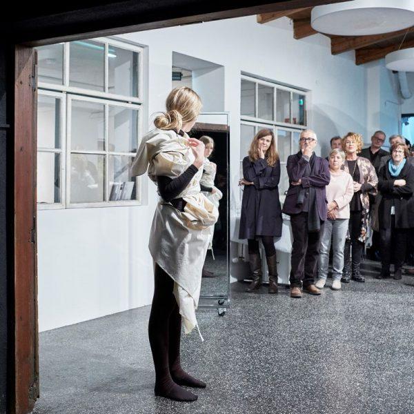 Am 17. November 2017 wurde die Ausstellung Un Dress in der Galerie am Polylog eröffnet. Foto: David Schreyer