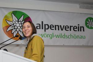 Jugendteamleiterin Ruth Geisler bei ihrem spannenden Bericht. Foto: Wilhelm Maier
