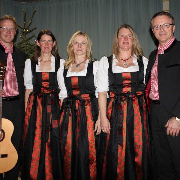 """Das Gesangs-Ensemble """"Tiroler Stimmen"""" aus Bad Häring präsentiert am 2. Dezember im Kurzentrum in Bad Häring seine Weihnachts-CD """"Advent"""". Foto: W. Obermüller"""