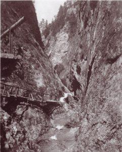 Der damals errichtete Schluchtenweg in die Aubachklamm ist heute nicht mehr begehbar. Foto: Stadtarchiv.