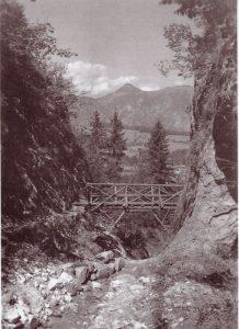 Der 1,2 km lange Schluchtenweg in die Aubachklamm war 1933 eine Attraktion für Einheimische und Touristen. Foto: Unterguggenberger Insitut