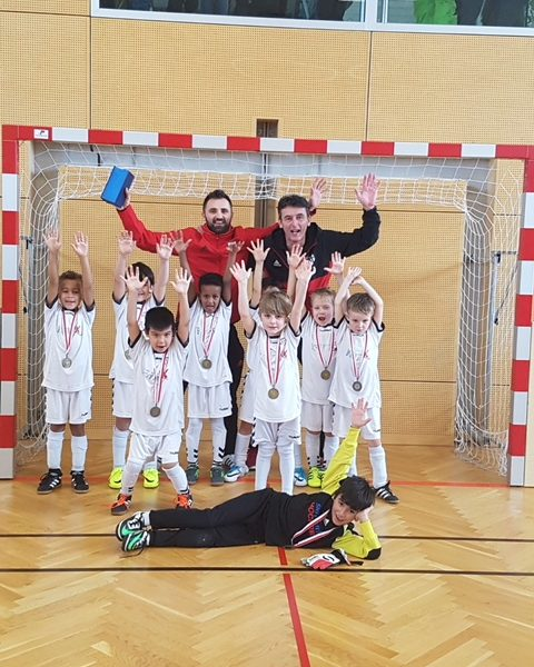 Freude über den 3. Platz der U 07-Mannschaft des SV Wörgl beim Tiroler Hallenturnier. Foto: SV Wörgl
