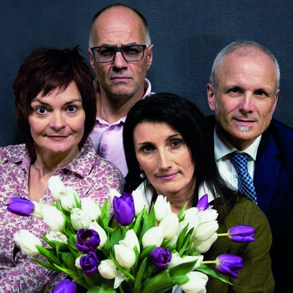 """Spielen in der Komödie """"Der Gott des Gemetzels"""" - v.l. Birgit Hermann-Kraft, Martin Heis, Brigitte Einkemmer und Thomas Kraft. Foto: Arche Noe"""