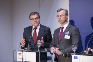 LH Günther Platter (links) und der österreichische Verkehrsminister Norbert Hofer bei der Pressekonferenz des heutigen Brenner-Transit-Gipfels. © Land Tirol/Sedlak