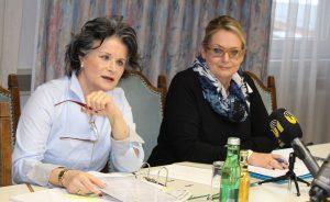 Bürgermeisterin Hedi Wechner und NR GR Carmen Schimanek bei der Pressekonferenz in Wörgl am 22.2.2018. Foto: Veronika Spielbichler