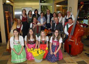 Das Team, das am 19. März 2018 im Wörgler Seniorenheim beim Projekt Freiwilligentag mitmachte und einen fröhlichen Nachmittag für die SeniorInnen gestaltete. Foto: Franz L.