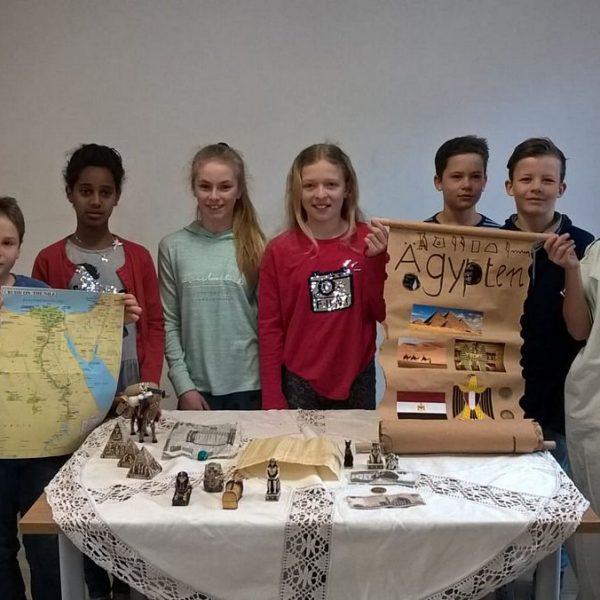 Voll freudiger Erwartung auf die Teilnahme beim Friedensprojekt: die SchülerInnen der Montessori-Schule Wörgl. Foto: Montessori-Schule Wörgl