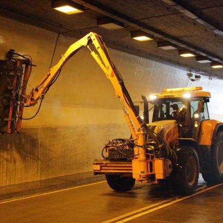 Saubere Tunnel bedeuten mehr Sicherheit, bessere Luft und weniger Energieverbrauch für Beleuchtung und Belüftung. Foto: Land Tirol