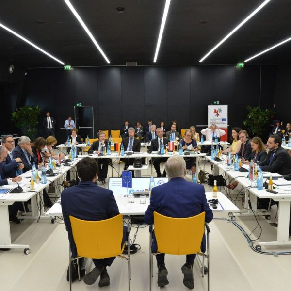 Unter der Koordination von Pat Cox von der Brenner-Transit-Gipfel heute in Bozen statt. Foto: Presseamt Südtirol / Peter Daldo