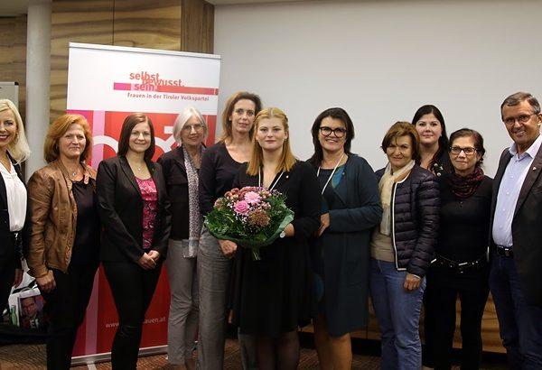 Der Bezirksvorstand der ÖVP-Frauen mit der neugewählten Bezirksleiterin Julia Lettenbichler aus Wörgl - rechts LA Ing. Alois Margreiter. Foto: VP Frauen Tirol