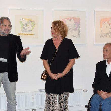 Kurator Günther Moschig, Kulturreferentin Gabi Madersbacher und Vizebürgermeister Hubert Aufschnaiter bei der Ausstellungseröffnung. Foto: Stadt Wörgl