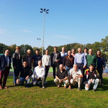Robert Petutschnigg (Mitte) mit weiteren Vertretern des Europacups 2019 in Heerde. Foto: Tiroler Rollersportverband
