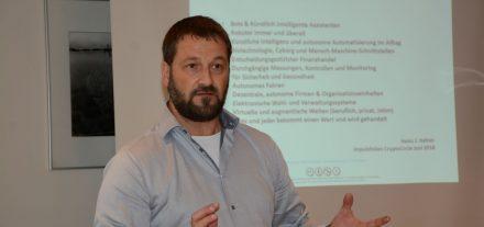 Heinz Hafner leitet den CryptoCircle des Unterguggenberger Institutes. Foto: Veronika Spielbichler