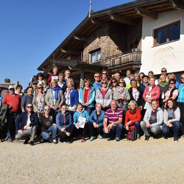 Nach dem gemeinsamen Informations- und Erfahrungsaustausch wurde noch ein Gruppenfoto gemacht. Foto: TVB Ferienregion Hohe Salve