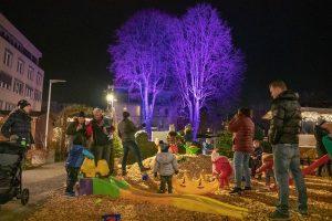 Auch für die Kleinen ist Unterhaltung geboten beim Wörgler Christkindlmarkt. Foto: Stefan Ringler