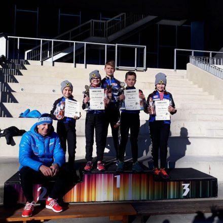 Das erfolgreiche Nachwuchs-Team des SC Lattella mit dessen Präsidenten Robert Petutschnigg. Foto: SC Lattella Wörgl