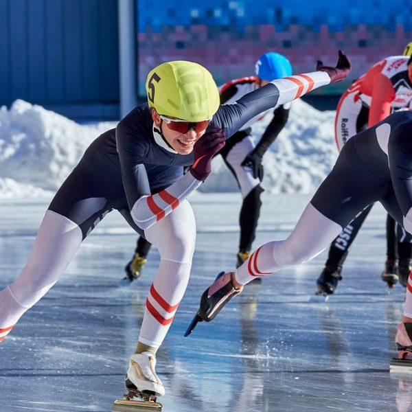 Nr. 5 Anna Petutschnigg im Zielsprint vor Viktoria Schinnerl Nr. 3. Foto: ASSA
