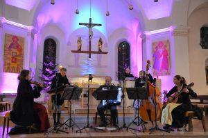 """Benefizkonzert Familienmusik Puchleitner mit CD-Präsentation""""Stilla wearn"""" am 30.11.2018 in der Pfarrkirche Wörgl. Foto: Veronika Spielbichler"""