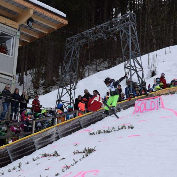 Zeigten zum Teil spektakuläre Sprünge: Die Kinder beim Goldi-Talente-Cup in Wörgl. Foto: Stadtgemeinde Wörgl