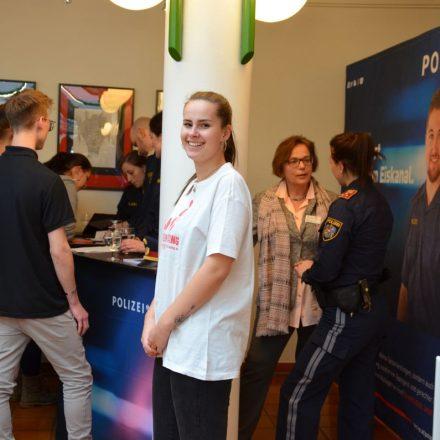 Reges Interesse herrschte auch am Info-Stand der Polizei. Foto. BFW Wörgl