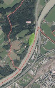 Die grün schraffierte Stelle zeigt den Bereich des Inn-Radweges zwischen Wörgl und Angath, der durch Hangrutschungen gefährdet ist. Foto: Tiris