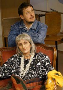 """Brigitte Einkemmer und Jürgen Chmela-Heiss spielen in """"Herbstrasen"""" Mutter und Sohn. Foto: Ulf Ederer"""