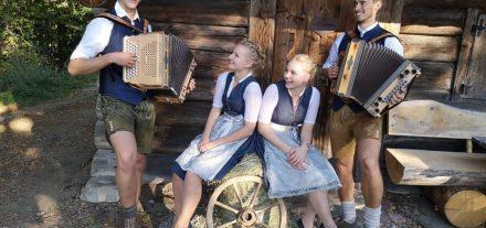 "Unterhalten beim Senioren-Musikantenhoagascht am 16.3.2019 im Volkshaus Wörgl: ""Hoamatgfüh"". Foto: Hoamatgfüh"