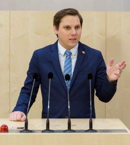Wörgls NR Christian Kovacevic kritisiert die Karfreitags-Lösung der Bundesregierung. Foto: Parlamentsdirektion