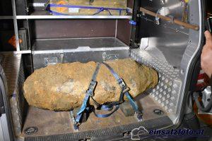 Diese 250 kg-Bombe wurde am 27.3.2019 bei Grabungsarbeiten in der Wörgler Ladestraße entdeckt und entschärft. Foto: einsatzfoto.at