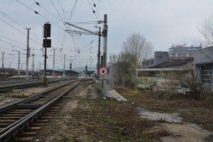 Wörgler Grüne luden zum Lokalaugenschein beim Bahn-Lärmschutz. Foto: Veronika Spielbichler