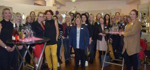 """Zeigte sich mit dem Ergebnis des zweiten Treffens der Wörgler Unternehmerinnen vollauf zufrieden: Wirtschaftsreferentin NAbg. Carmen Schimanek (5.v.l.) im Kreise der """"Löwinnen"""". Foto: Stadtgemeinde Wörgl"""