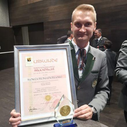 Freut sich über die Leistung seiner Musikanten und Musikantinnen und die Auszeichnung: Kapellmeister Hannes Ploner. Foto: BMK Bruckhäusl