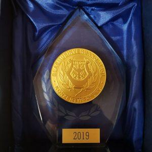 Über diese Trophäe freut sich die BMK Bruckhäusl, die erstmals in der schwierigen Leistungskategorie D beim Bezirkswertungsspiel antrat und den ersten Preis mit Auszeichnung holte. Foto: BMK Bruckhäusl